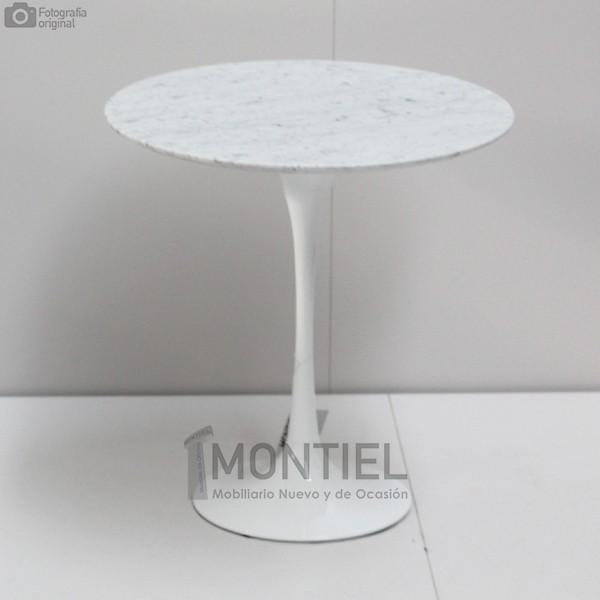 Mesa auxiliar inspirada en el modelo Tulip de Eero Saarinen