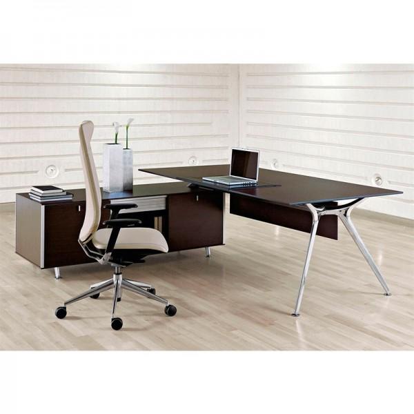 Mesa de Dirección Arkitek de Actiu con tablero de melamina o cristal y mueble de credencia