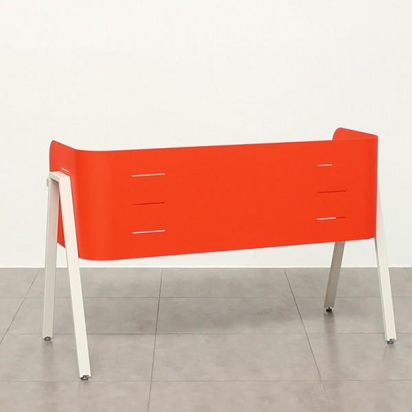 Mesa de escritorio de diseño color naranja para aulas de formación
