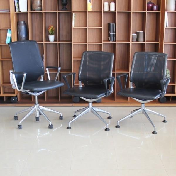 Pack de 3 sillas MEDA de VITRA con Brazos cerrados
