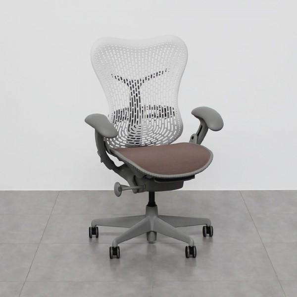 Sillas de oficina de segunda mano al mejor precio. Compra tu silla de despacho de segunda mano y ahorra con Muebles Montiel.