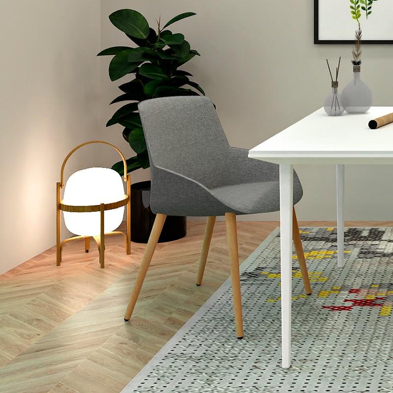 Silla Confidente Noom en estancia minimalista