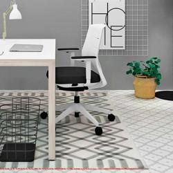 Silla Efit 40 en estancia de estilo minimalista